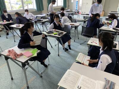 クラス全体が英語でのやり取りを楽しんでします